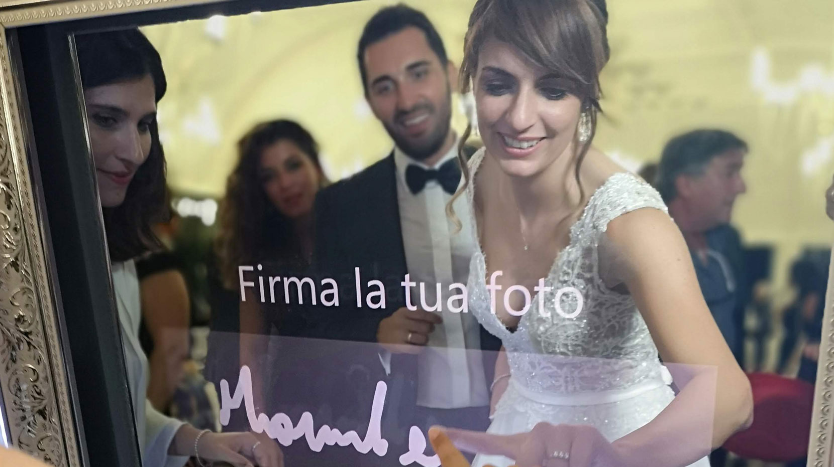 Noleggia un Magic Mirror per Selfie Ai Matrimoni