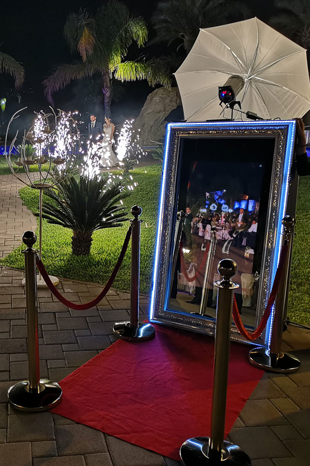 Happy Selfie Magic Mirror Red Carpet